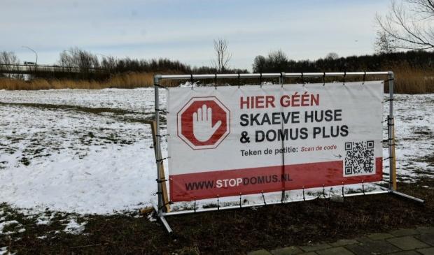 <p>De bewoners van de Zuiderpolder zijn fel tegen de komst van het Domus Pluswoonproject.</p>