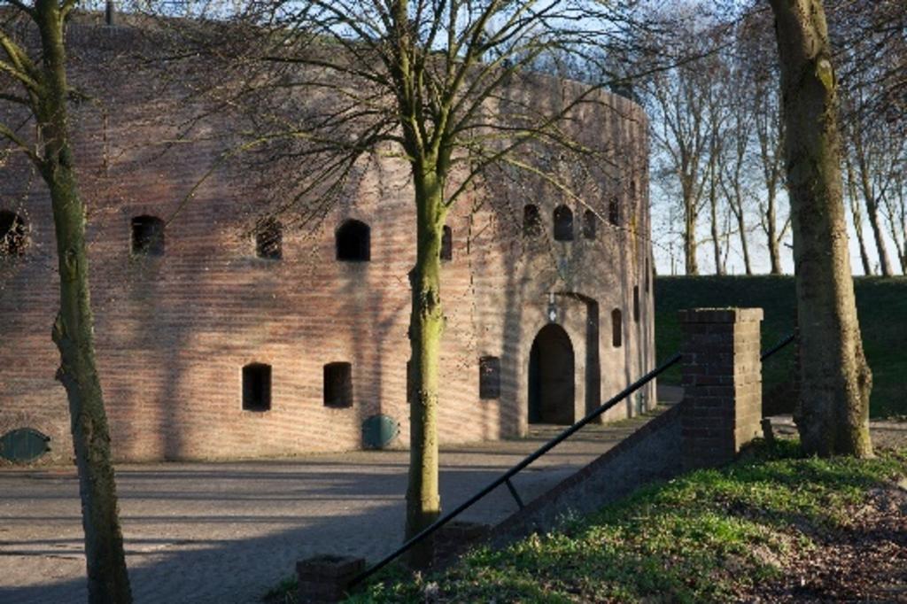 <p>Ren&eacute; Kwant bij het fort. </p> <p>Ren&eacute; Kwant &nbsp;</p> © BDU media