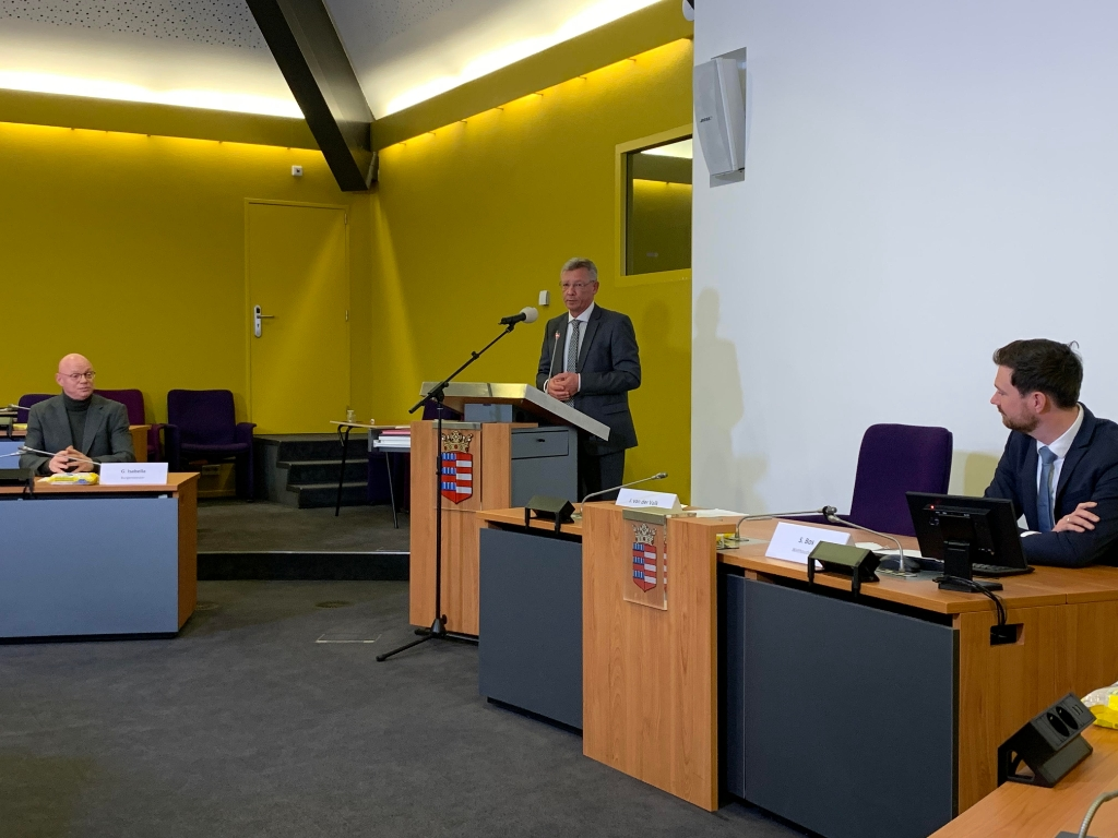 <p>De heer van der Valk van de Referendumcommissie</p> Annette Stolk © BDU media