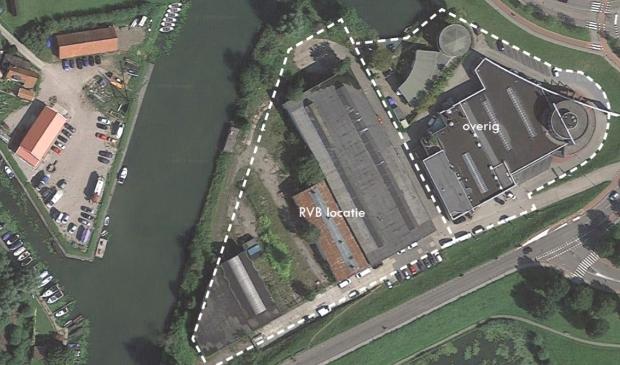 <p>Op het terrein Linge II Zuid staat ook een autobedrijf, tegenover het terrein staat korenmolen Nooit Volmaakt</p>