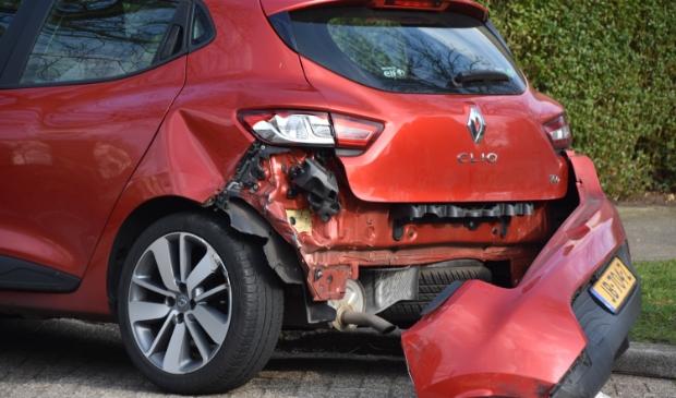 <p>De auto raakte door de botsing flink beschadigd aan de achterzijde.</p>