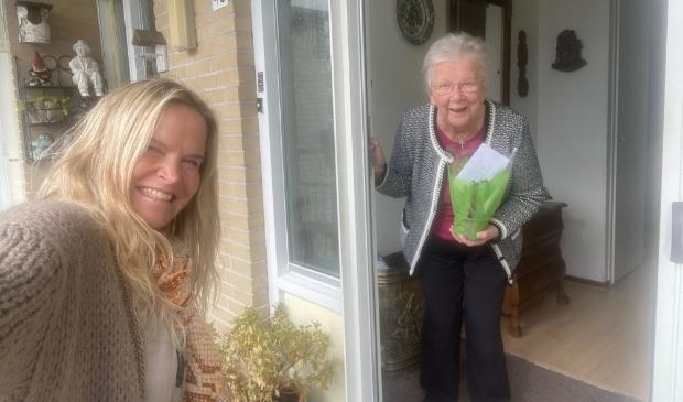 <p>Bij 145 gasten werd door de vrijwilligers van Vier het Leven een hyacint gebracht.</p>