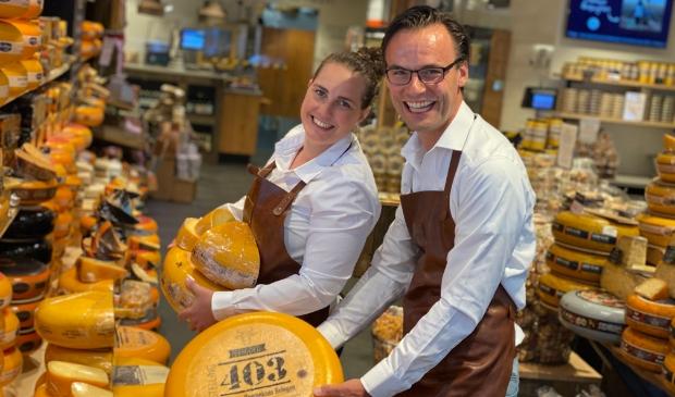 <p>Inge en Jan Jaap Overeem verkopen tientallen soorten gezonde kazen.</p>
