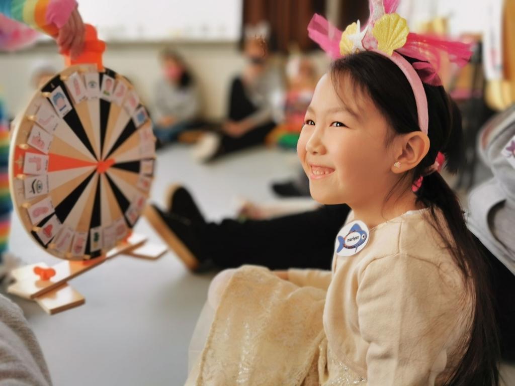 <p>Niet-Nederlandse kinderen wordt op een speelse manier de Nederlandse taal bijgebracht.</p> Stichting Bright Future © BDU media