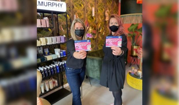 Marjolijn Linn van K&D Makelaars  showt de bon bij Head Candy