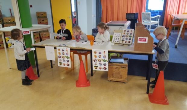 Er wordt gestemd door groep 1-2 op Basisschool Beurthonk