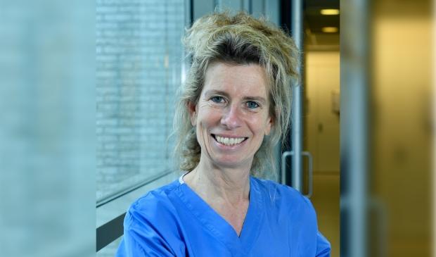 <p>Prof. Dr. Esther Consten is &eacute;&eacute;n van de internationale hoofdrolspelers bij ontwikkelingen op het gebied van de robot-geassisteerde darmchirurgie&nbsp;</p>