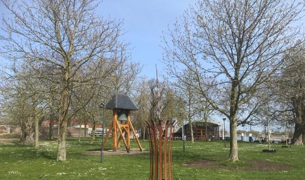 Om de Anne Frank boom is een afrastering geplaatst