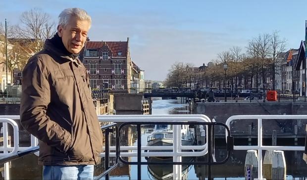 """<p>Hugo Ouwerkerk op de Lingesluis: ,,Dit soort doorkijkjes geven Gorinchem karakter.""""</p>"""
