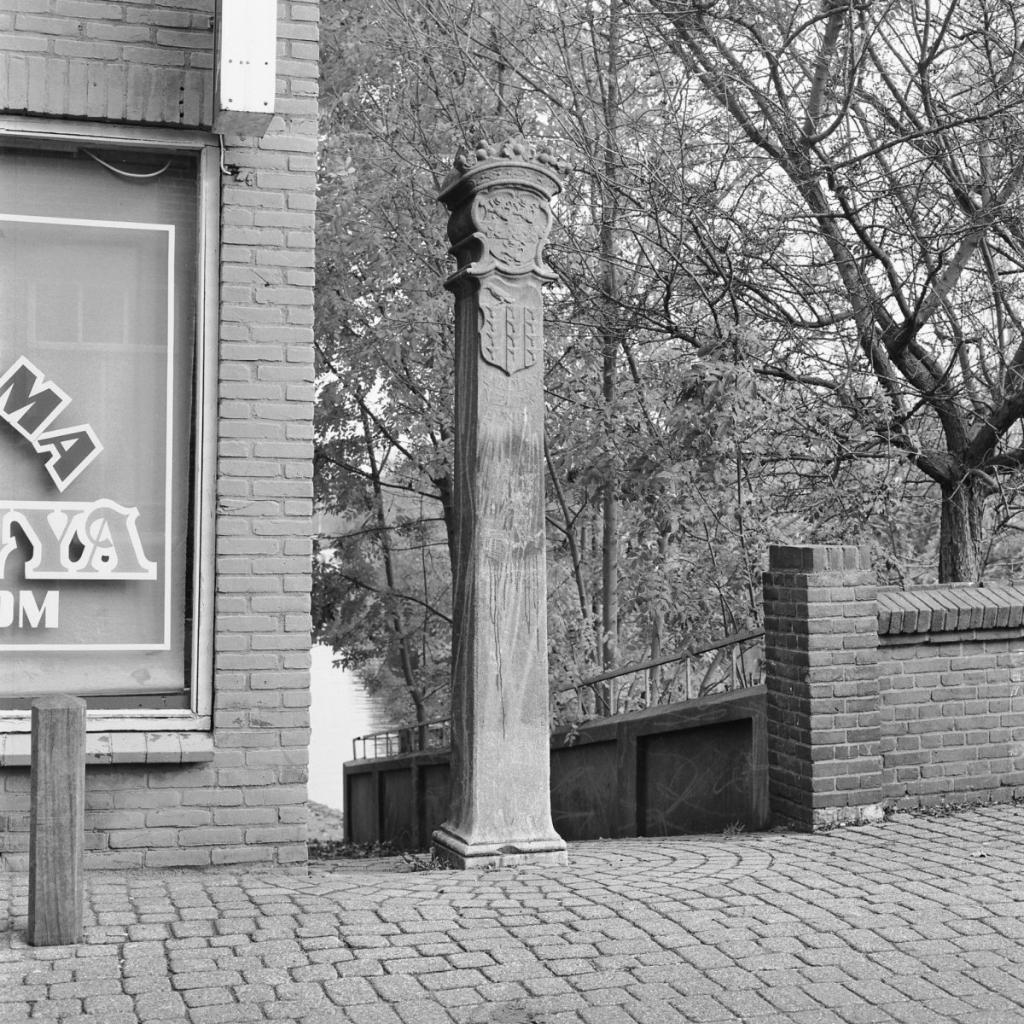 Grenspaal Historische Vereniging Hardinxveld © BDU media