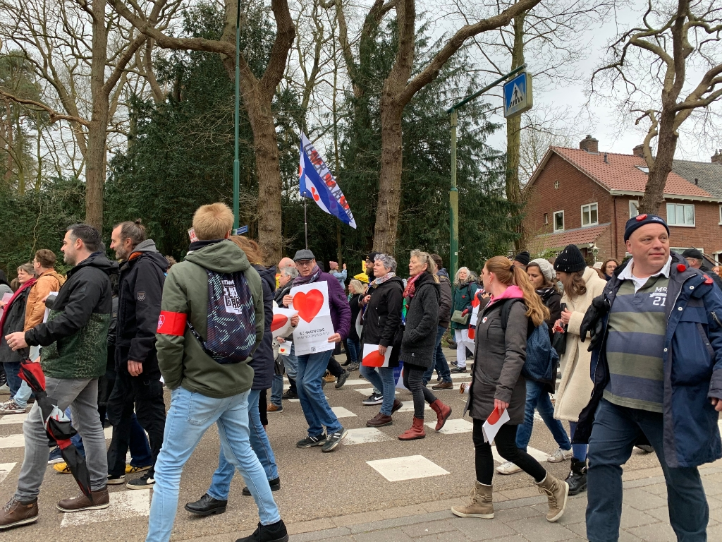 Mars voor de vrijheid op de Eemnesserweg Hans Veltmeijer © BDU media