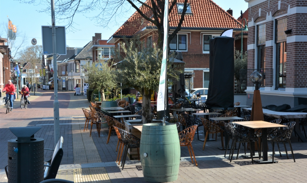 <p>Lege terrassen in het centrum van Barneveld.</p> <p>Gerwin van Luttikhuizen</p> © BDU media