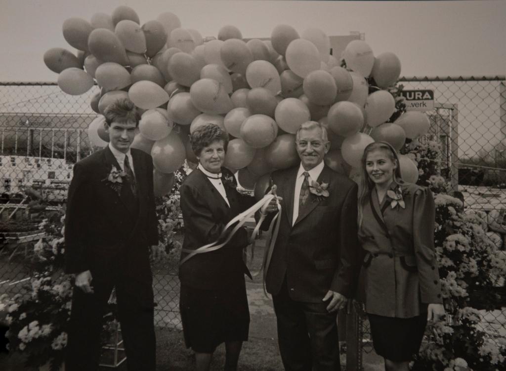 William en Lucienne met Wim en Henny Dobbe tijdens de heropening van de zaak in 1991 William Dobbe © BDU media