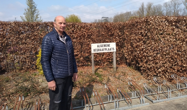 Jan van Wijk is vrijwilliger bij de openbare begraafplaats in Odijk