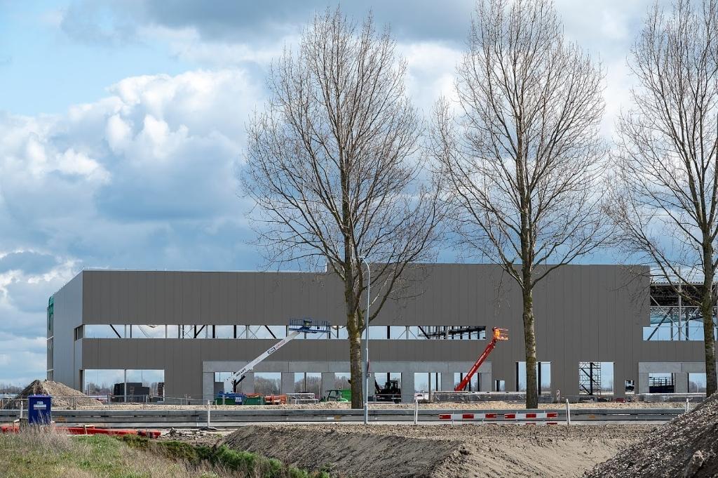<p>Als bouwpakketten worden nieuwe bedrijven neergezet. Binnen enkele maanden verandert de skyline.&nbsp;&nbsp;</p> KEES VAN DER VEER © BDU media