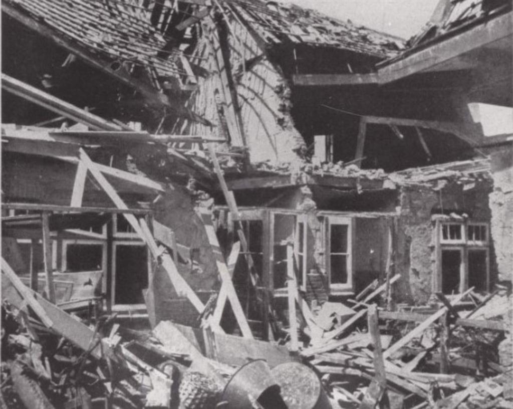 De zwaar beschadigde huizen na het bombardement. Historische Vereniging Sliedrecht © BDU media