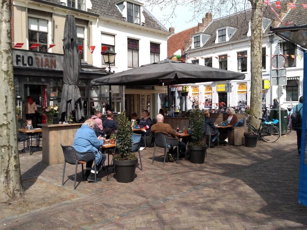 Als vanouds, de winkels en terrassen zijn weer open Ali van Vemde © BDU media