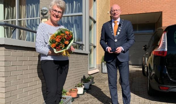 Wanda de Jong-van Dijk, benoemd tot lid in de orde van Oranje-Nassau
