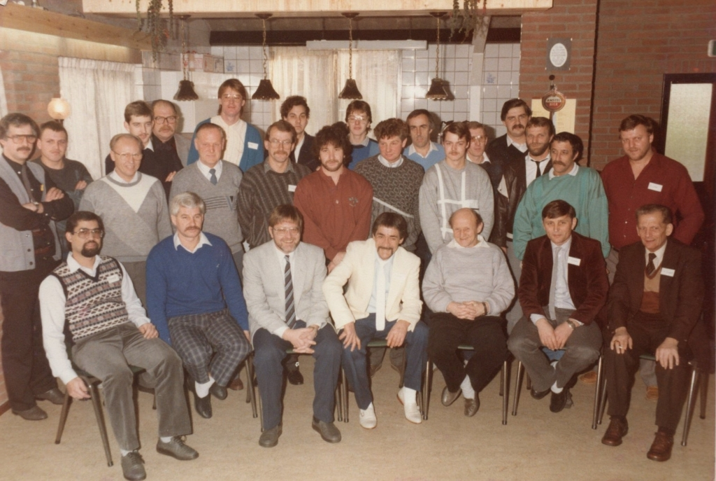 <p>1985 - medewerkers bouw clubhuis</p> Collectie Suzanne van den Top © BDU Media