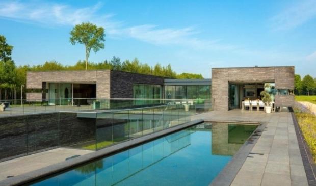 <p>Bijna 5 miljoen euro: een villa aan de Hamersveldseweg.</p>