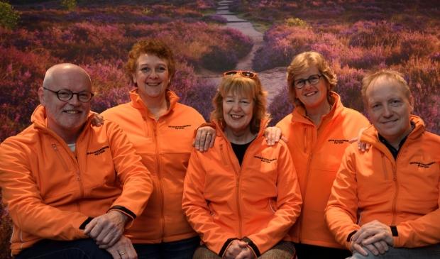 <p>Het bestuur van de Oranjevereniging.</p> Henk Hutten © BDU media