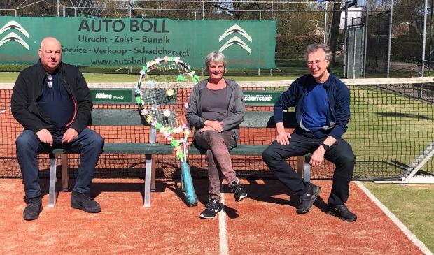 <p>Jan K&uuml;hne van Bouwbedrijf K&uuml;hne BV en Ben Greeven en zijn vrouw Ineke van de Voort van Sunnycamp</p>