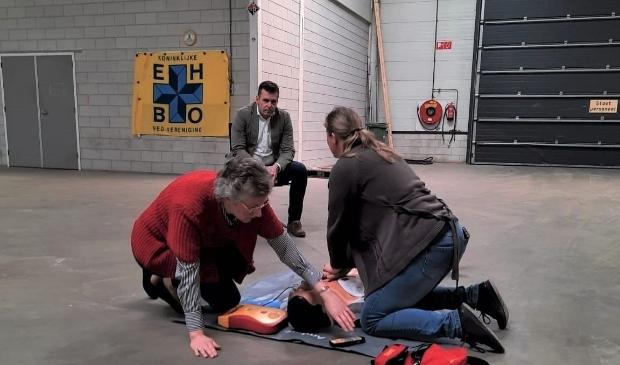 Demonstratie van het gebruik van een AED