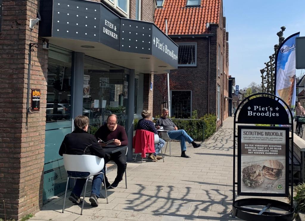 <p>Het terras van Piet&#39;s Broodjes.</p> <p>Kim Rebergen</p> © BDU media