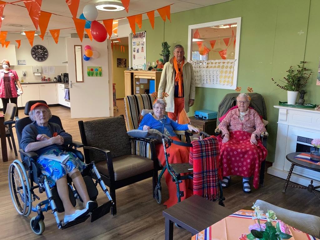 De jury bij Huize Beatrix. Oranjevereniging Doorn © BDU