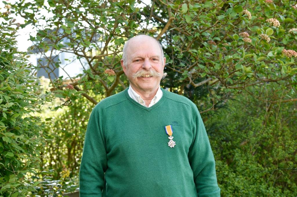 De heer R. Pronk: Lid in de Orde van Oranje Nassau. Jaap van den Broek © BDU media