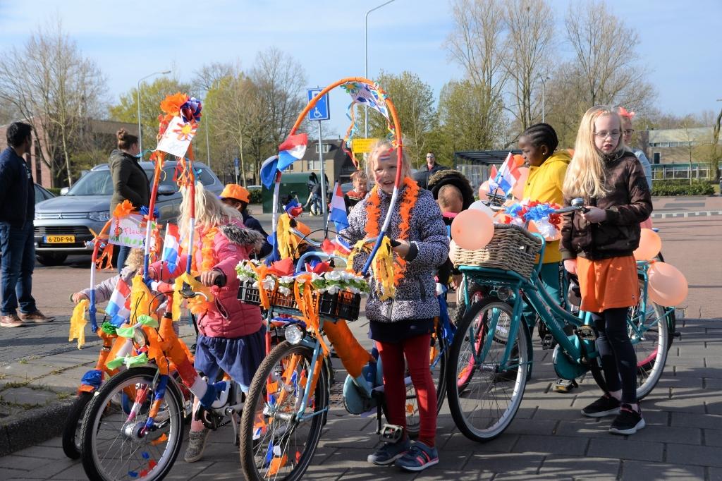 De skelter- en fietsoptocht. Harry Koelewijn                       © BDU Media