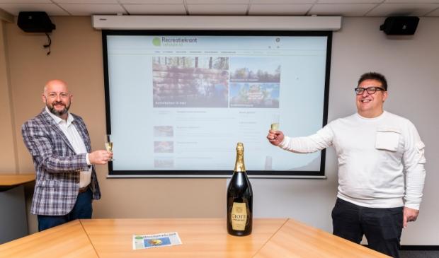 <p>Lamb&egrave;rt Broekhuis, senior media-adviseur Recreatiekrant Veluwe en Jurgen Hillaert &nbsp;(rechts), hoofdredacteur Recreatiekrant Veluwe.</p>