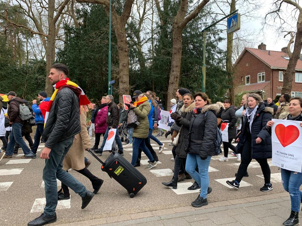 <p>Alle lagen van de bevolking waren vertegenwoordigd in de vreedzame protestmars tegen de lockdown.</p> Hans Veltmeijer © BDU media