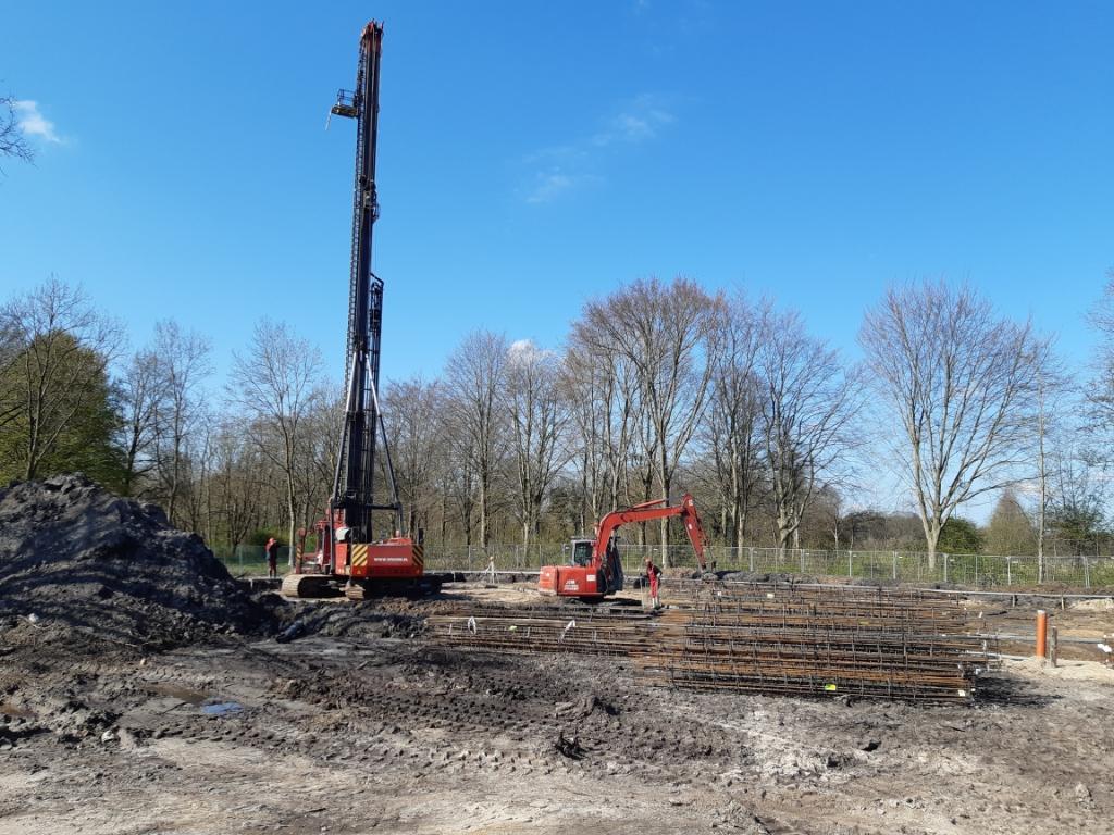 <p>De bouw van het appartementengebouw in de Hof van Liz is inmiddels begonnen.</p>