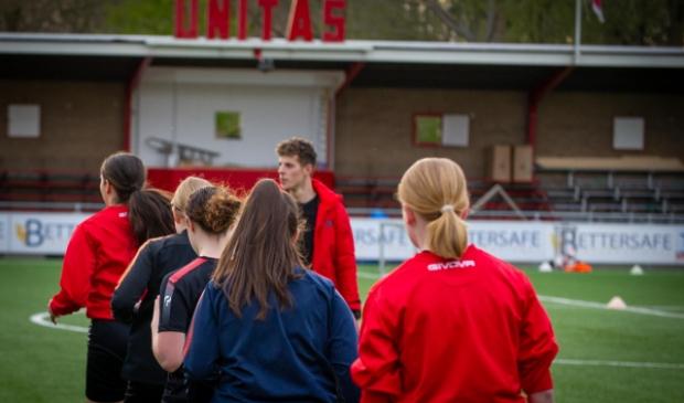 Unitas meisjesvoetbal clinic