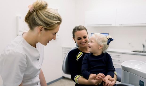 <p>,,Als kinderen van jongs af aan kunnen wennen aan de tandarts en er een leuke tijd hebben, bouwen ze minder snel angst op.&quot;<br><br></p>