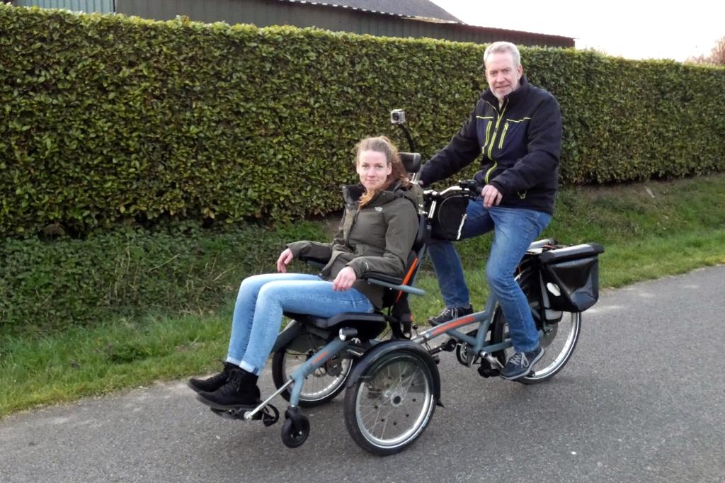 Fietsen met deelbare rolstoelfiets I. Keurntjes © BDU Media