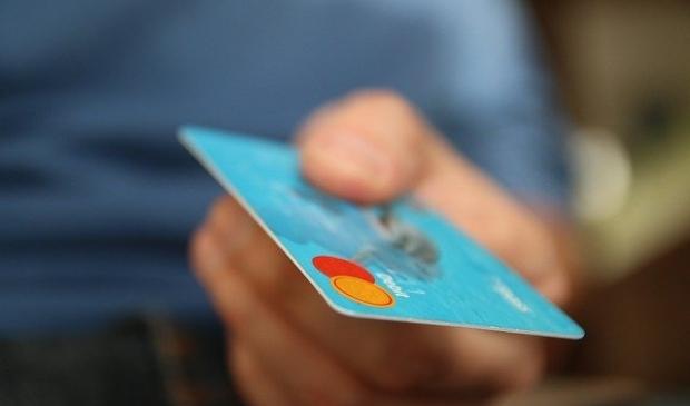 <p>De oplichters maken vooral bij ouderen pinpassen, bankgegevens en geld afhandig. &nbsp;</p>