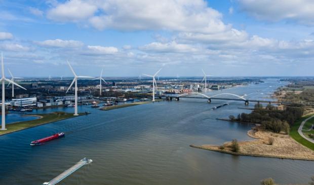 Tien windmolens ontnemen het zicht op de vesting Gorinchem