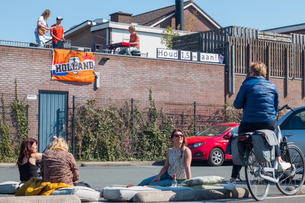 Een bandje dat vanaf hun dak terras de sfeer zet. Gerwout Lamberink © BDU media