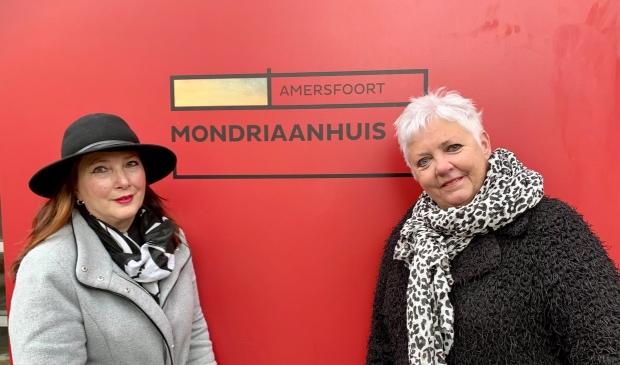 <p>Erica Haneveld en Anne Marie Bos werken met veel plezier in het Mondriaanhuis.&nbsp;<br><br></p>