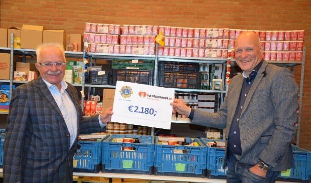 Jan van Bergen (Voedselbank) en Gert Visscher (Lions Levefanum)