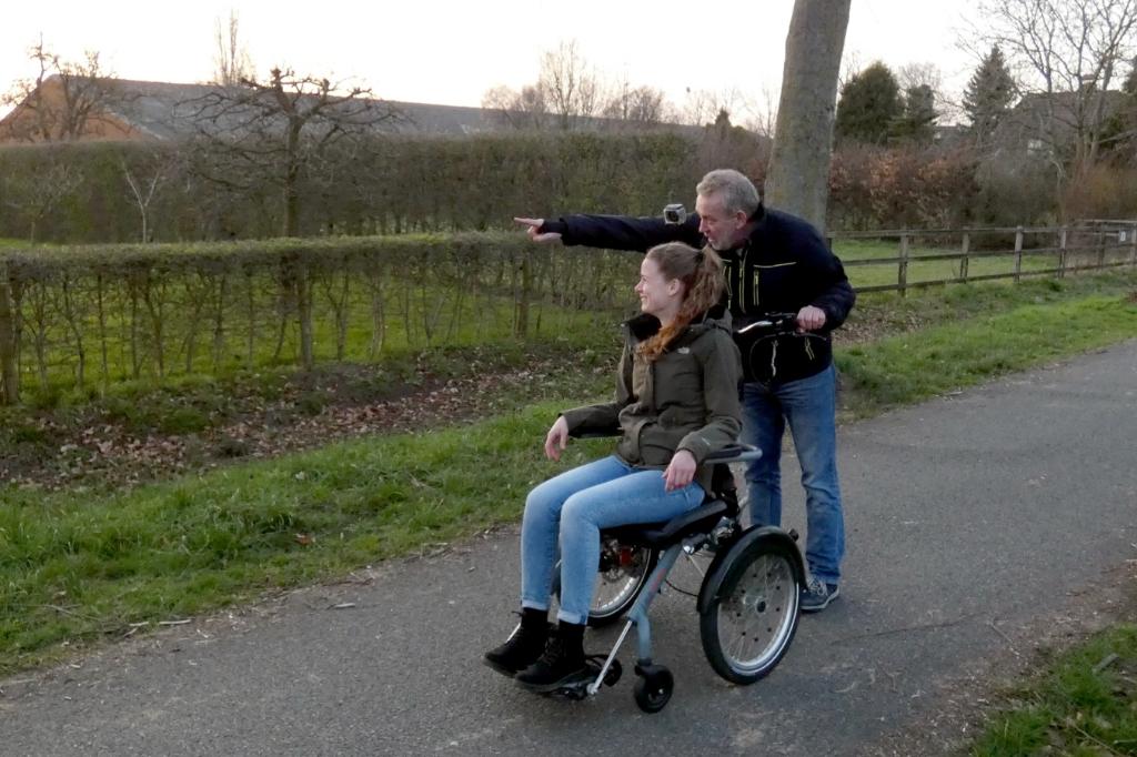 Wandeling met losgekoppelde rolstoeldeel I. Keurntjes © BDU Media