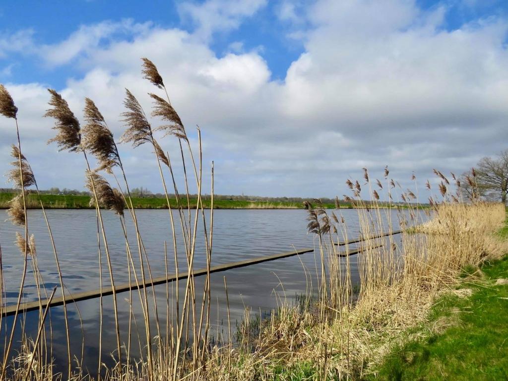 5Zicht vanaf het Bernard de Roij(rijwiel(pad op de Eem en Soest Onno Wijchers © BDU media