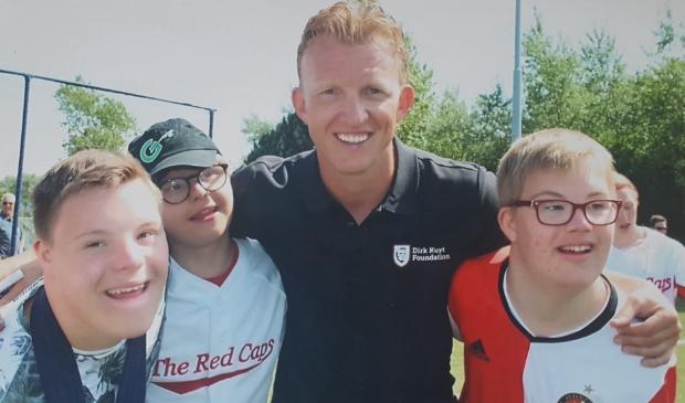 <p>Voor Feyenoord-fans Jesse van Rheenen, Brett Verhoeve en Tom van den Tweel was de ontmoeting met Dirk Kuyt een waar hoogtepunt.</p>