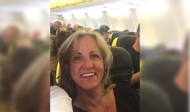 <p>Corien Sluymer uit Nieuw-Vennep zit maandag 12 april in het vliegtuig met Sunweb.&nbsp;</p>