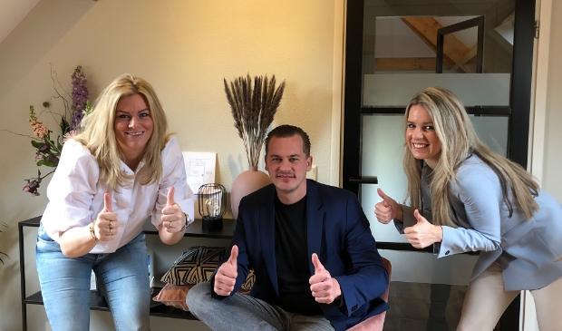 (v.l.n.r.) Bianca Reussink van Financieringsgilde Barneveld en Mark van Leersum en Stephanie van Amerongen gaan voor het beste advies over zakelijke en privé financiering.