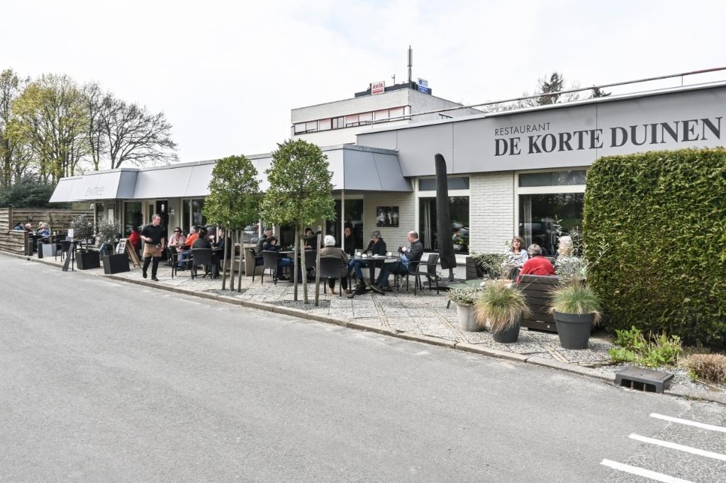 Neergestreken op het terras van De Korte Duinen aan de Birkstraat. Jaap van den Broek © BDU media