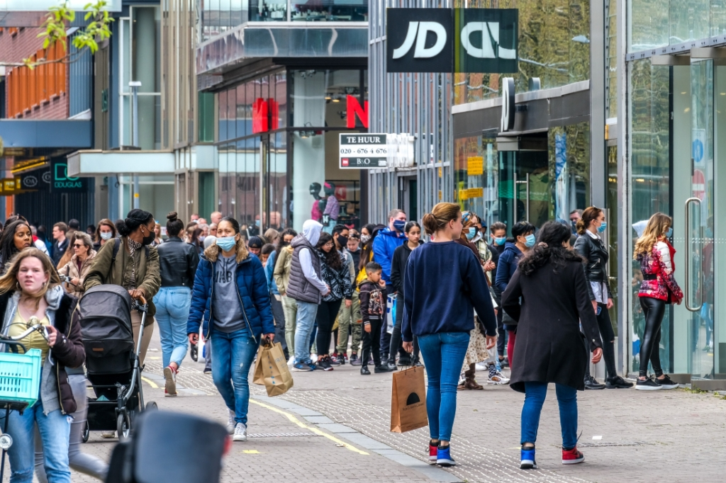 <p>Eerste dag shopping gekte Hoofddorp</p> <p>Jan Aukes</p> © BDU media
