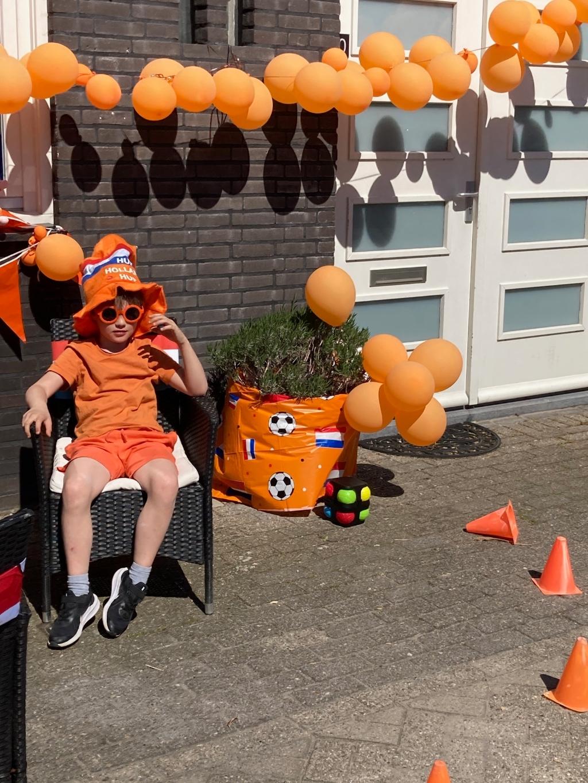 Eerste prijs, familie Van de Meeberg aan de Notengaard. Oranjevereniging Doorn © BDU